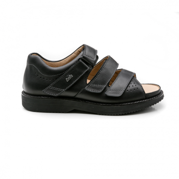 ACHIM BLACK SANDAL. MEDIUM