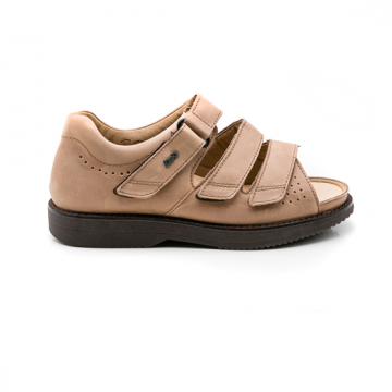 ACHIM COGNAC SANDAL. MEDIUM